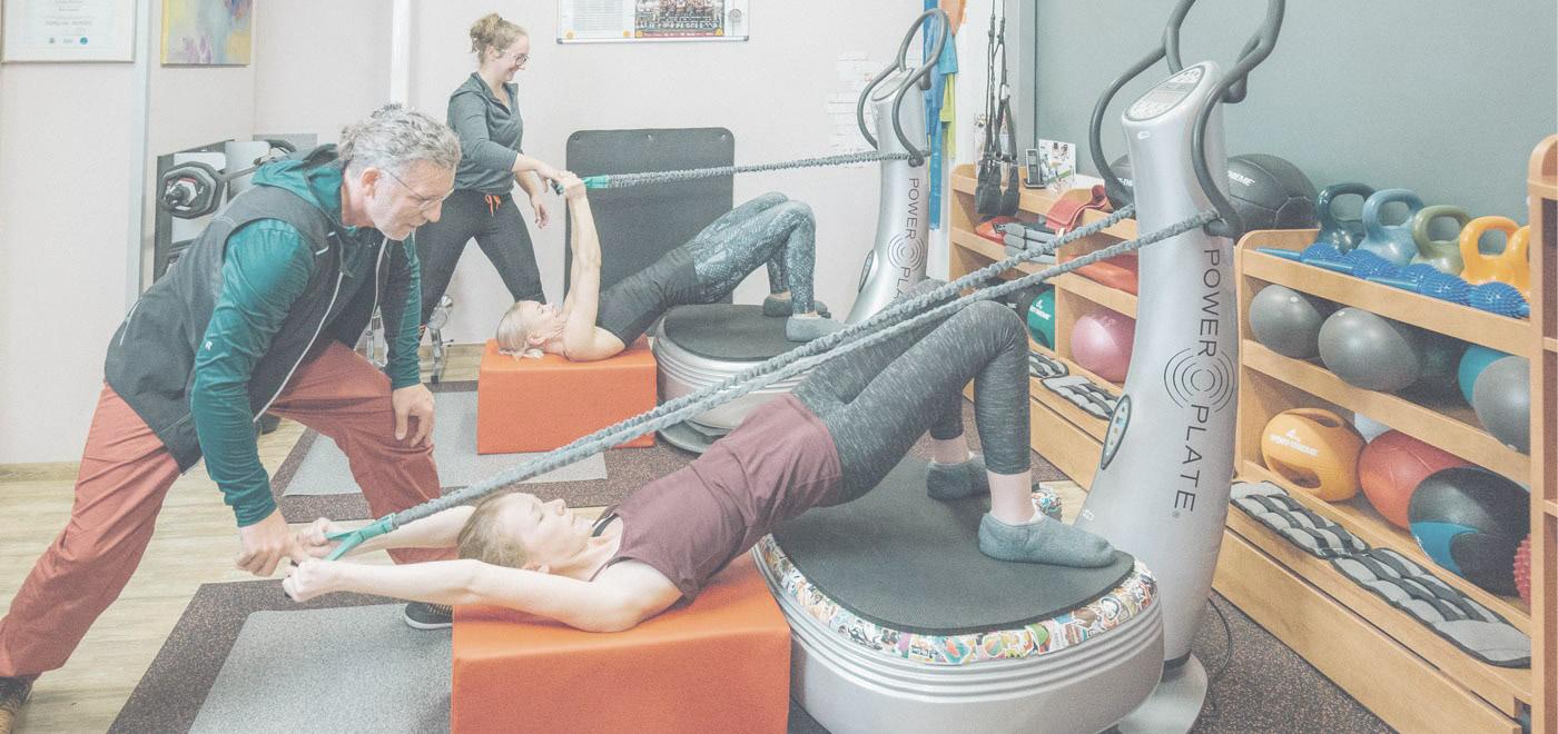 Trainingsszene in einem Power Plate Fitnessstudio